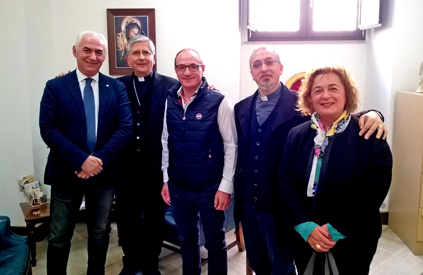 gruppo con vescovo